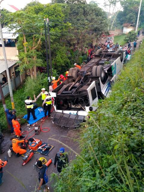Bus Kramatjati Terguling di Cicalengka, 2 Tewas dan 11 Luka-luka