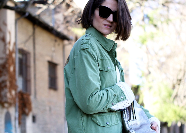 Pantalón camuflaje con cazadora verde