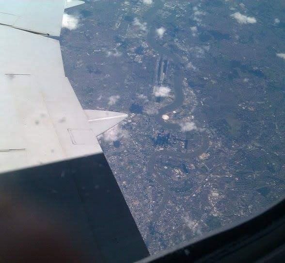 #BEDN : There Are Two Types Of Photos I Always Take On Holiday... In a plane, over London, England
