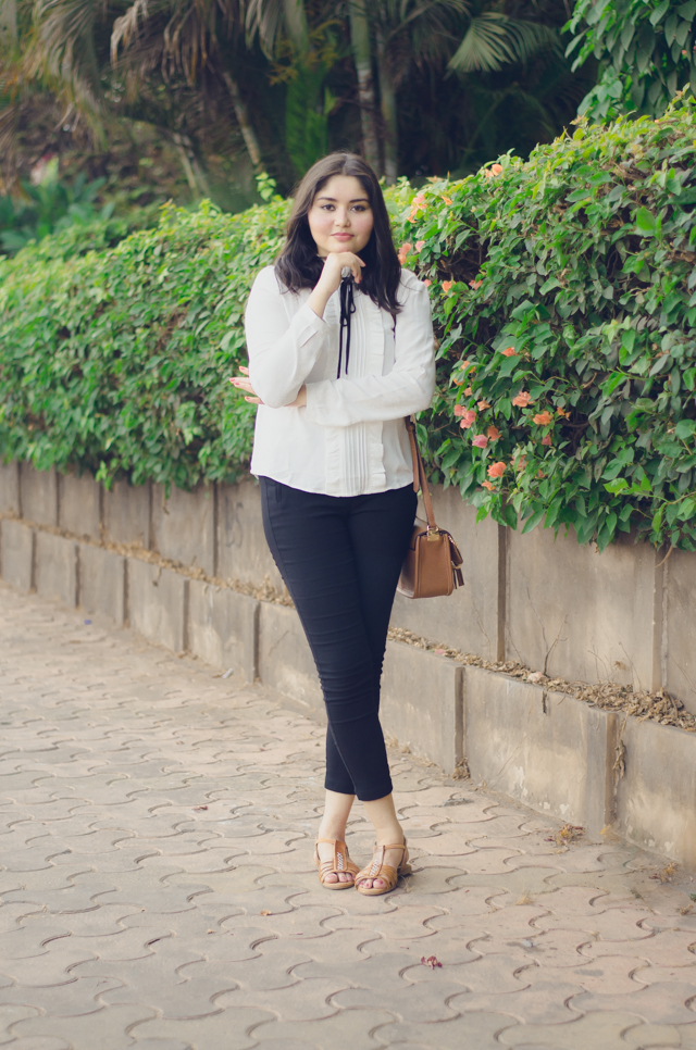 Styling black, white and brown outfit