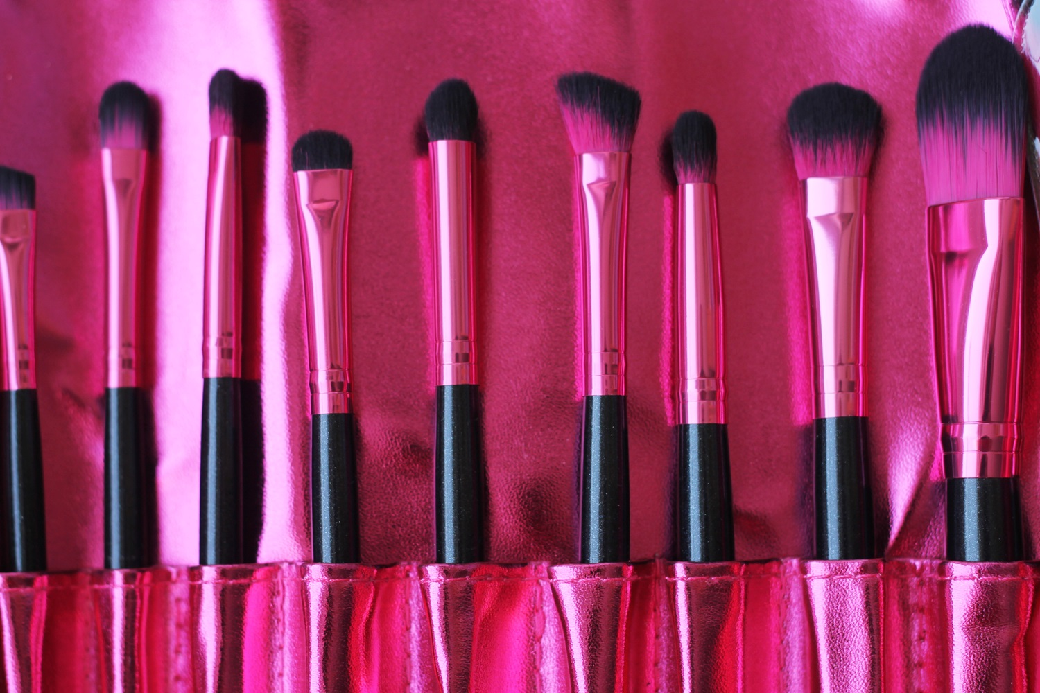 hot pink makeup brushes. next on, we have the galaxy chic palette! i\u0027ve seen so many pictures of it on internet and i was excited when finally purchased it. hot pink makeup brushes o