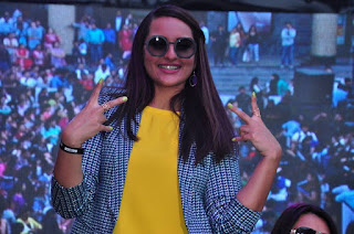 Actress Sonakshi Sinha Pictures in Jeans at Womens Day Celebrations 2016  0017