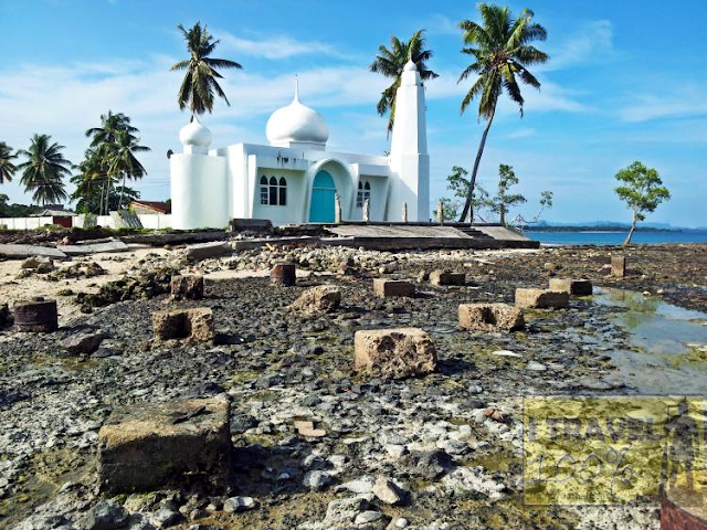 Beautiful Masjid In The Philippines White Mosque in Tubig Tanah Image