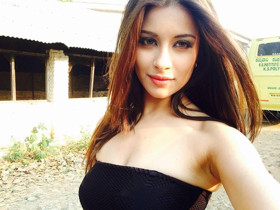 Indian Hot Actress: Indian Actress Madhuurima Hot Stills
