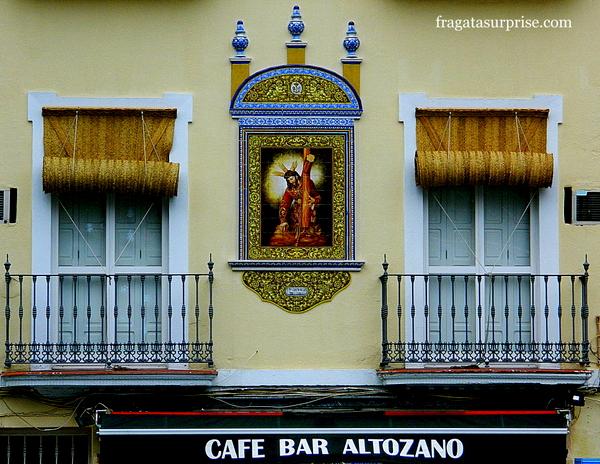 Altar de rua no Bairro de Triana, em Sevilha