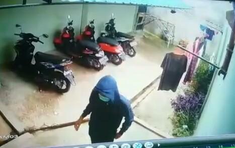 Tersangka pelaku pencurian yang terekam CCYV.