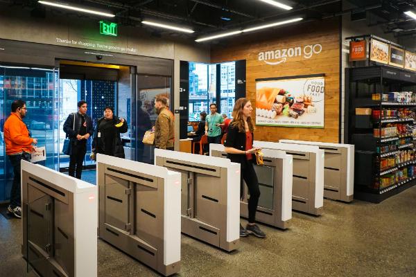 أمازون تفتتح رسميا أول متجر ذكي يغني المستخدم عن الانتظار في طوابير نقاط الدفع