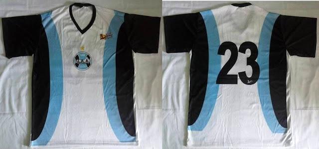 Morador de Lavandeira conta sua paixão de colecionar camisas Slide43