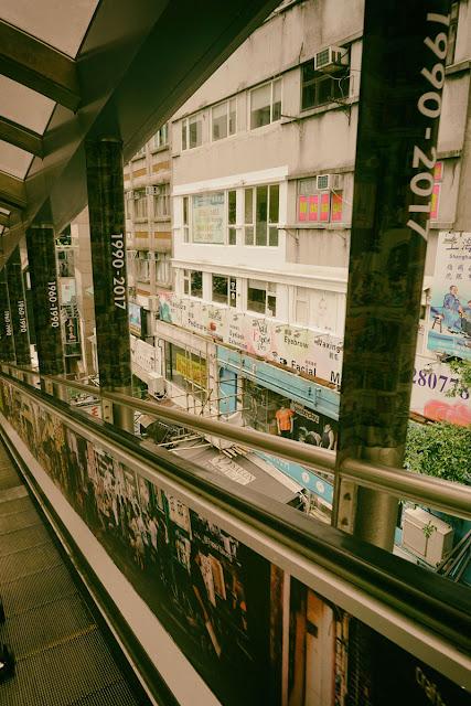 中環(セントラル)から香港島の丘の上にある高級マンションへはのエスカレーター