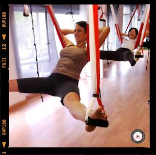 yoga aereo, aeroyoga, yoga, ayurveda, rasayana, salud, wellness, bienestar, health, tendencias, aerial yoga, nutricion, ejercicio, anti, age, gravity, suspension