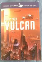 Das Cover zeigt eine vulkanische, rotglühende Stadt