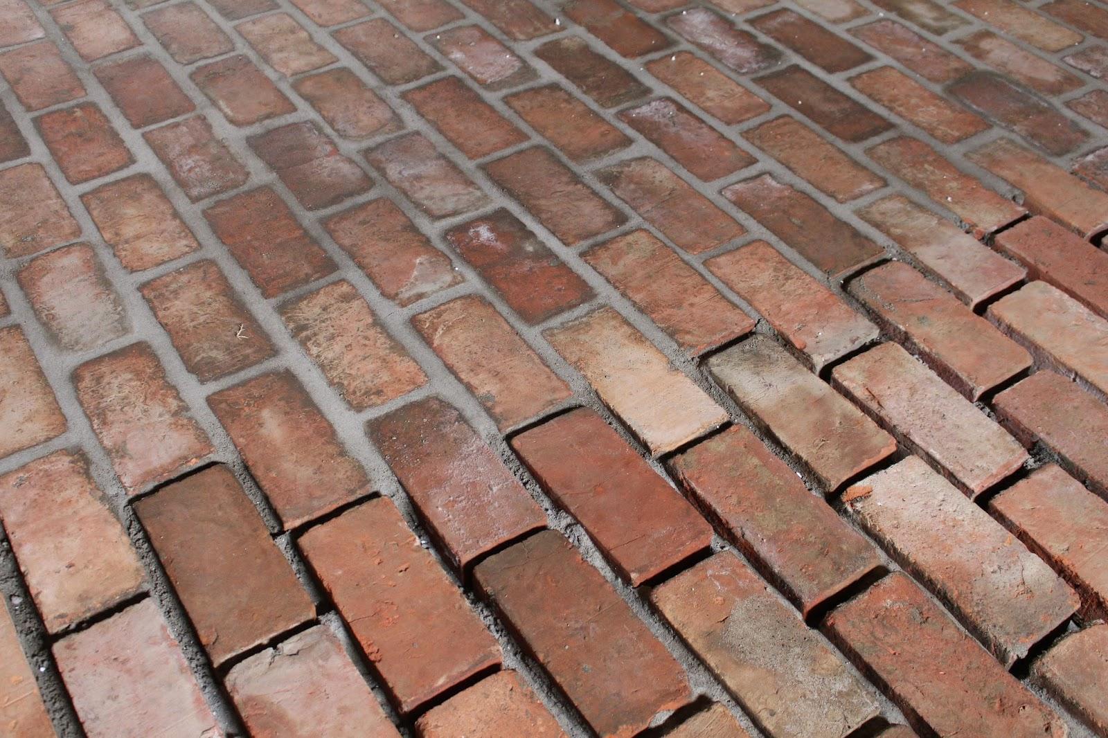 Zaktualizowano Siedlisko na wzgórzu: Podłoga ze starych cegieł GK17