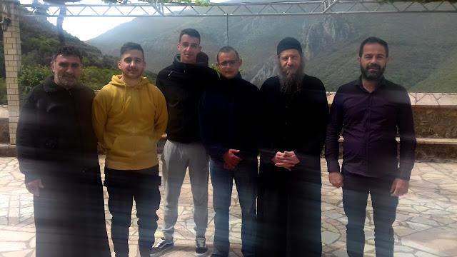 Nέοι της ενορίας Κεστρίνης Θεσπρωτίας προσκύνησαν στη Μονή Γηρομερίου
