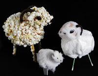 http://pomyslyplastyczne.blogspot.com/2016/03/wielkanocne-baranki-z-popcornu-waty-i.html