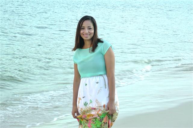 sorriso-mulher-saia-praia-mar