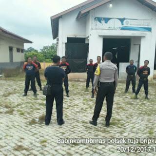 Polsek Tungkal Jaya Berikan Latihan Kepada Personel Satpam