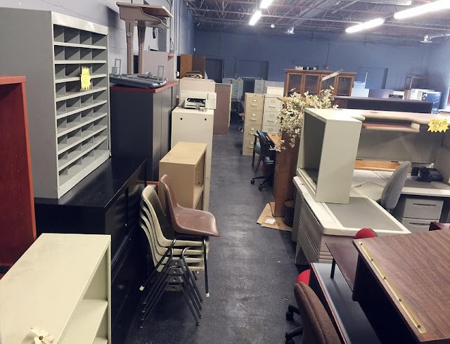 buying discount used office furniture stores in Flint Michigan for sale