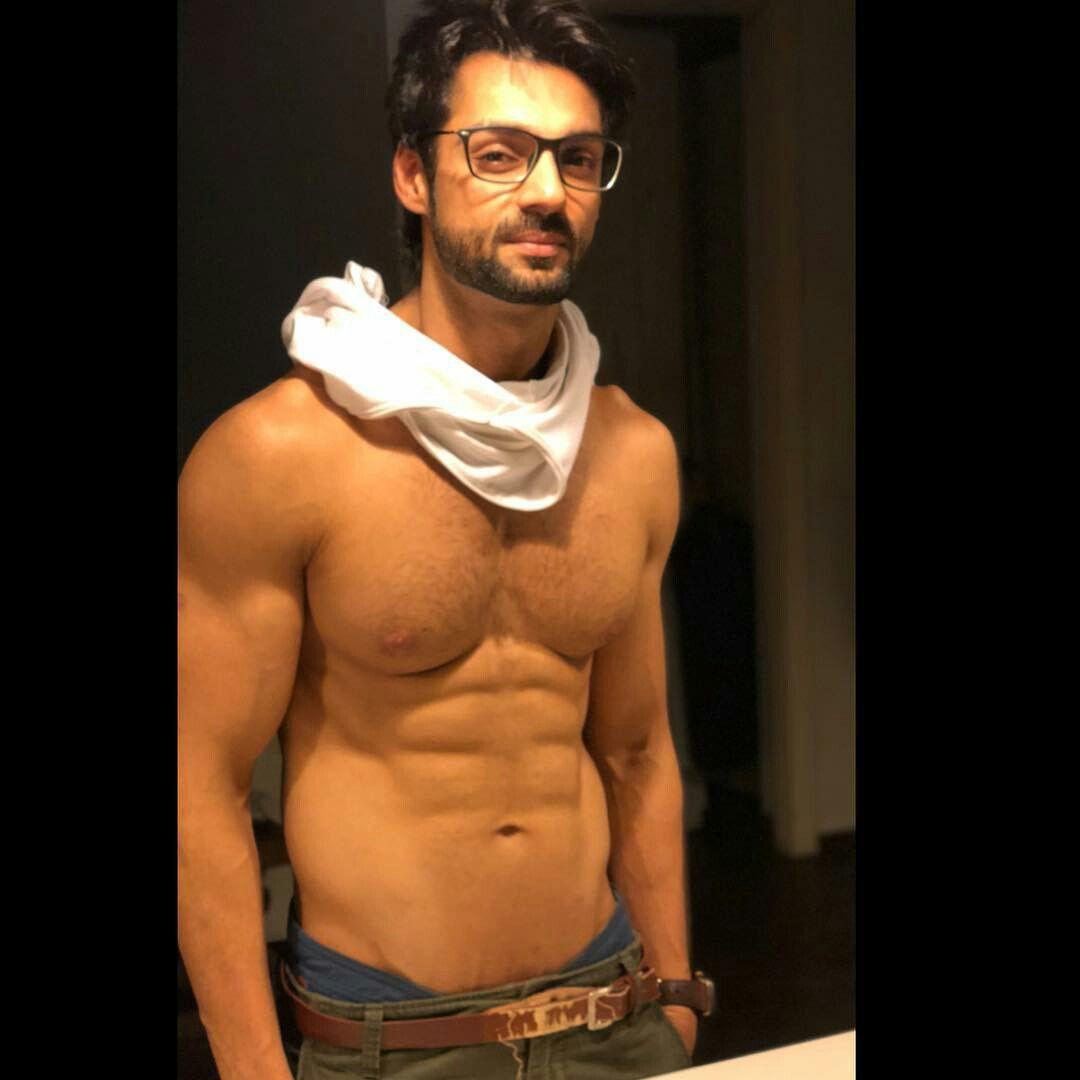 Karan Wahi Shirtless Shirtless Bolly...