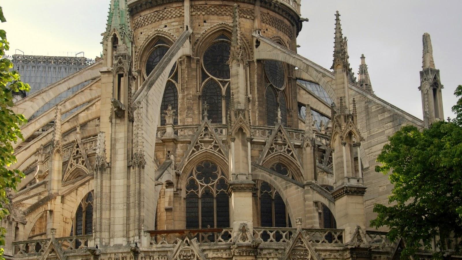 Sistemas de Arbotantes y contrafuertes en el Ábside de Notre Dame, París