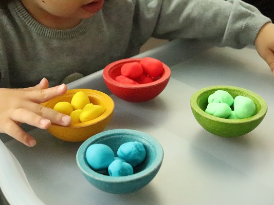 jeu-tri-couleurs-montessori