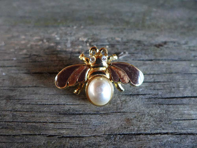 Broche rétro abeille
