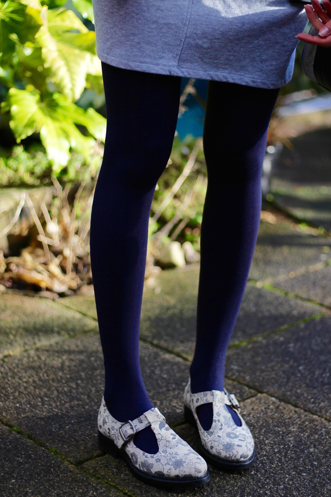 Fake Fabulous | Geek shoes and blue tights.