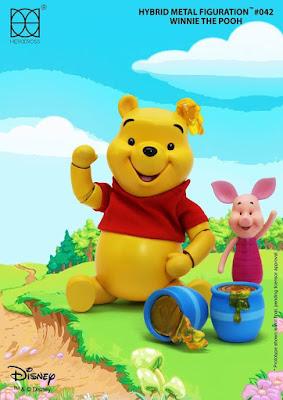 Winnie The Pooh inserito nella linea Hybrid Metal Figuration della Herocross