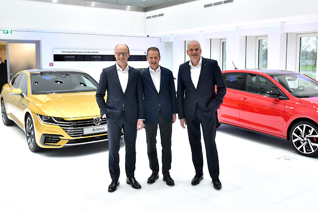 Image Attribute: Dr. Arno Antlitz, Member of the Board of the Volkswagen brand responsible for Finance, brand CEO Dr. Herbert Diess, Jürgen Stackmann, Member of the board responsible for Sales and Marketing. / DB2017AL01168 / Source: Volkswagen AG