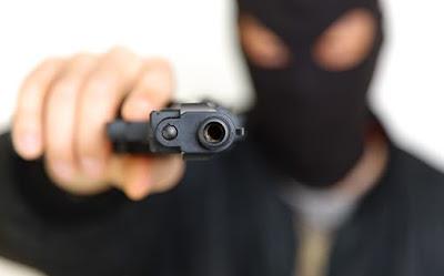 Elemento armado assalta dono de restaurante no centro de Catolé do Rocha