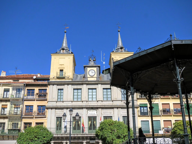 Gazebo on Plaza Mayor in Segovia, Spain