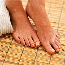 Πολλοί διαβητικοί δεν είναι αρκετά καλά πληροφορημένοι σχετικά με την  ασθένειά τους ή τις πιθανές συνέπειες του διαβήτη στα πόδια τους. 9a36367f611