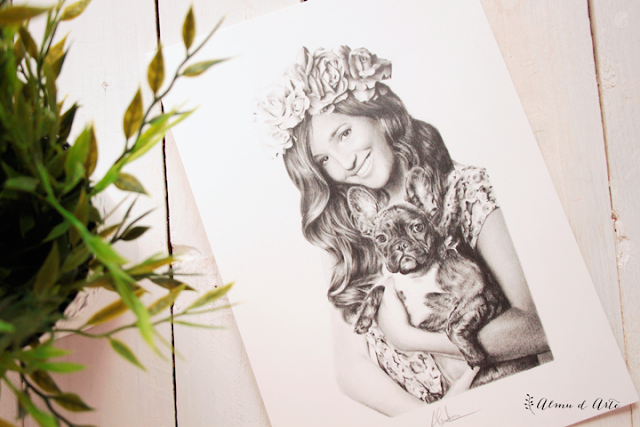 Dibujo hiperrealista de Malena Costa y su mascota