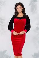 Rochie Annemarie rosie din catifea cu maneci negre