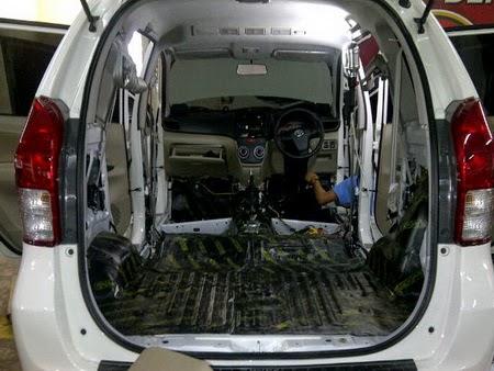 hasil pemasangan peredam suara mobil automat di mobil AVANZA