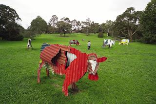 Arte y esculturas de vacas.