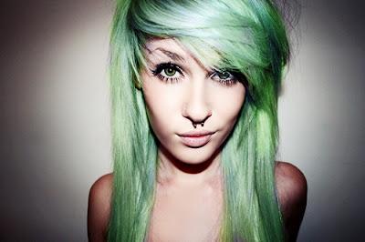 Resultado de imagem para cabelos femininos verdes