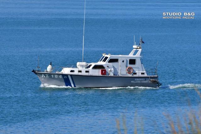 Προσάραξε σκάφος αναψυχής τη νύχτα στο Πόρτο Χέλι