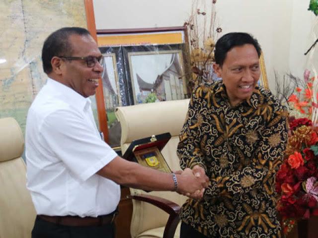 Sesparlu Kunjungi Papua, Noak Kapisa Terima Kedatangan June Kuncoro Hadiningrat