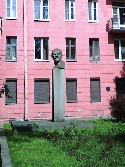 Памятник В.И.Ленину в Санкт-Петербурге.