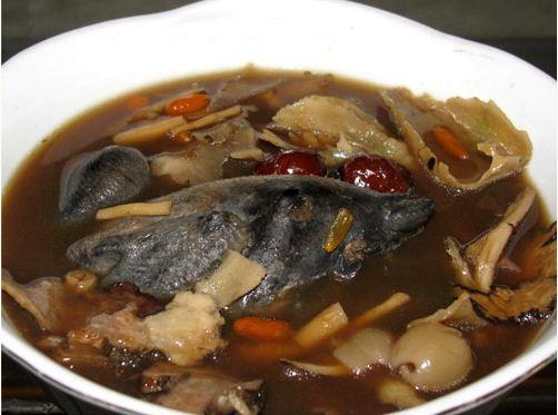 chế biến món ăn gà hầm nấm linh chi