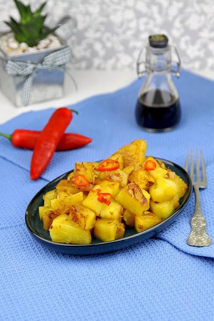 ananas, smażony ananas, stir-fry z ananasa, kuchnia tajska, ananas na ostro,