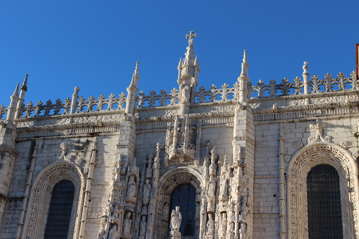This shot gives more perspective and dimension to the Lisbon Cathedral.