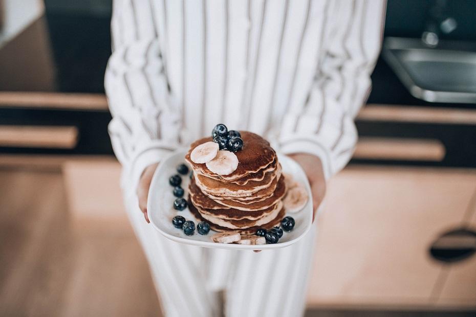Amerykańskie Pancakes z bananami i borówką amerykańską