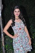yamini bhaskar new glam pics-thumbnail-3