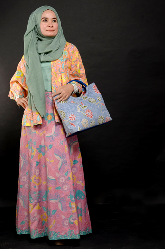 Batik Semarang Tampil Kekinian Dengan Model Baju Batik Muslim Kombinasi