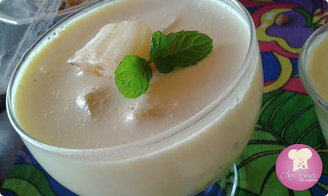gelatina de abacaxi com creme de leite