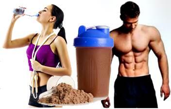 Muchos son los beneficios de tomar un batido de proteína cuando alzas pesas