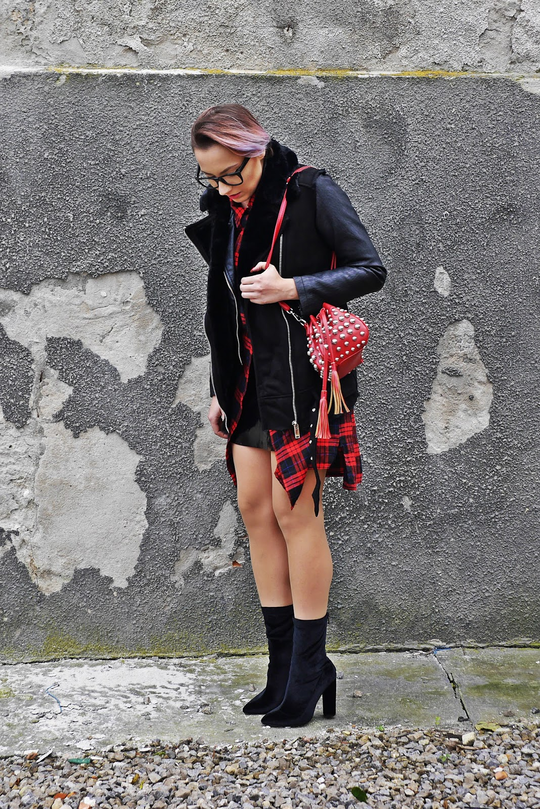 1_zara_west_fur_red_plaid_dress_socks_boots_karyn_blog_modowy_021117d