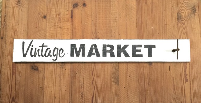 How to Make a Vintage Market Stenciled Sign www.homeroad.net