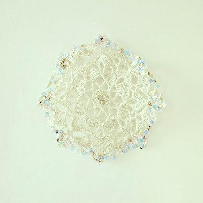 ByHaafner, crochet, doily, Japanese crochet pattern, offwhite, pastel and gold sequins
